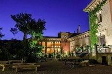 El Palacio de Villahermosa está situado a 25 minutos de Zaragoza.