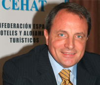 José Guillermo Díaz Montañés, presidente fundador de ITH, recibe la Medalla al Mérito Turístico 2013