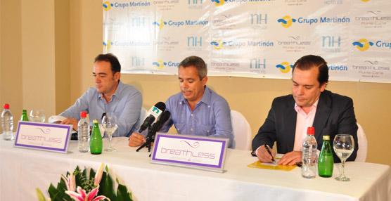 Federico González Tejera, CEO de NH Hoteles (a la derecha) junto a directivos  del Grupo Martinón y AMResorts.