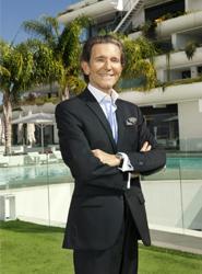 Alfredo Bataller Paretti, fundador de Sha Wellness Clinic, recibe en Valencia la Medalla al Mérito Turístico
