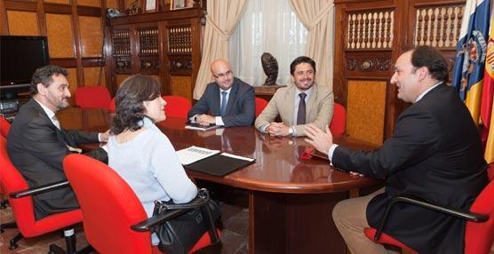 El viceconsejero de Turismo canario y el presidente de Ashotel se reúnen con la asociación de tiempo compartido