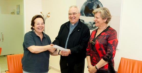 La Oficina de Congresos de Cartagena entrega a Cáritas una donación por parte del Congreso de Femesprum