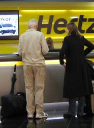 La falta de previsión de reservas en el 'rent-a-car' 'puede motivar escasez en momentos puntuales', según Feneval