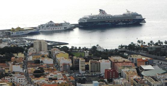 El tráfico de pasajeros de cruceros se mantiene estable en los ocho primeros meses del año pese a la reducción de la oferta