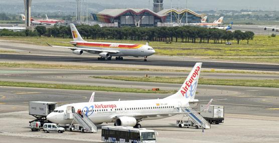 Las compañías aéreas descartan trasladar a los clientes de forma inmediata la bajada experimentada por el precio del combustible
