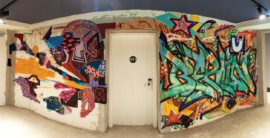 El hotel alemán Catalonia Berlin Mitte celebra su primer año incorporando nuevos graffitis a sus paredes