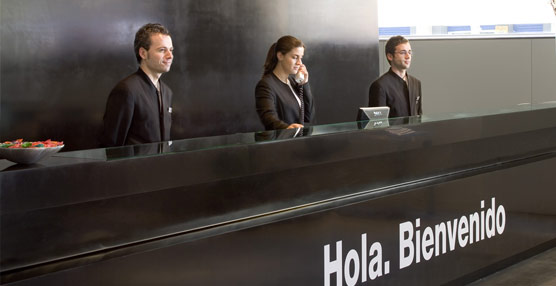 Las agencias de viajestradicionales pierden peso en la distribución turística en favor de la venta directa presencial, según Deloitte