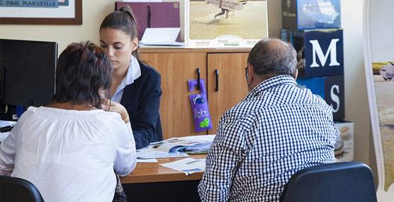 La remuneración bruta mensual de los agentes de viajes se reduce un 3% y es 133 euros inferior a la media nacional