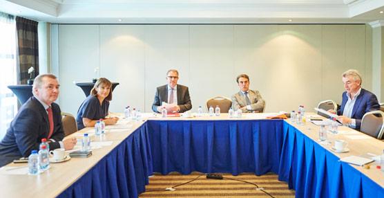 Cinco grandes grupos aéreos se unen para intentar influir en el desarrollo de la nueva estrategia de aviación en la Unión Europea