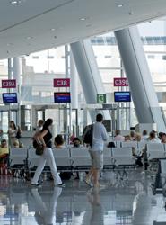 Los españoles que viajen al extranjero este verano se beneficiarán de descensos en los precios de los billetes de avión