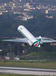 Alitalia mejora las tarifas para los pasajeros que lleven solo equipaje de mano.