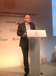 Iberia se compromete a mejorar las conexiones aéreas con las potencias emergentes de Asia, América y África